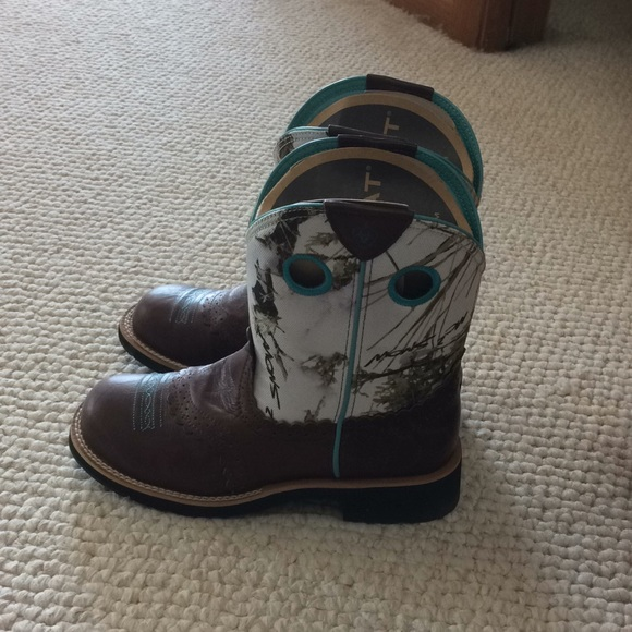 Ariat Shoes - Ariat 7.5 fatbaby cowgirl boots